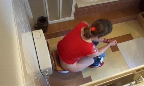 Mariskas Daily Toilet Pooping