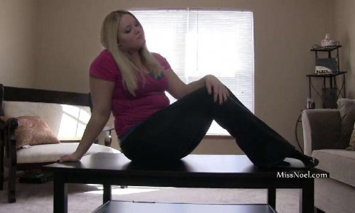 Miss Noel Knight - Black Slave Cleans My Feet And Ass