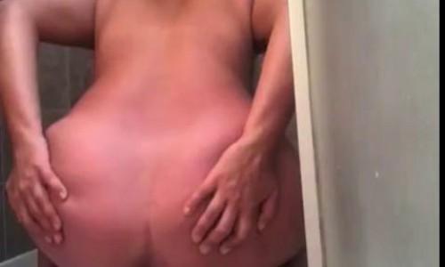 morgan in shower thenewgirlspooping