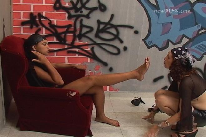 Lmo-496-1 Curve And Lick My Feet