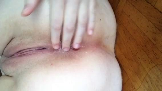 tamsin raeanal gaping with buttplug and peeing